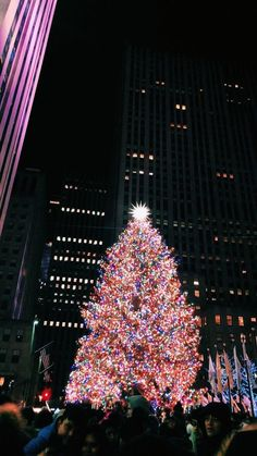 NYC, Dec 2019 KOKET empowers through its statement pieces and unique design, driven experiences and content. Nyc Christmas, Christmas Feeling, Christmas Time Is Here, Merry Little Christmas, Christmas Lights, Christmas Travel, Wallpaper Natal, Holiday Wallpaper, Decoration Christmas