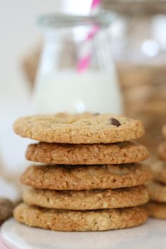 These Chocolate Chip Oat Cookies really are the best of both worlds (part ANZACS + part choc chip bikkie = one totally DELICIOUS cookie! Lunch Box Recipes, Sweets Recipes, Baking Recipes, Oat Cookies, Yummy Cookies, Chocolate Chip Oatmeal, Chocolate Chip Cookies, Thermomix Desserts, Delicious Cookie Recipes