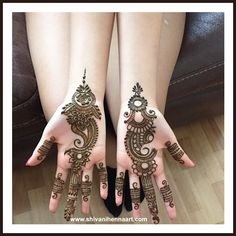 Best Party Pictures With Friends Brides 32 Ideas Indian Mehndi Designs, Modern Mehndi Designs, Mehndi Design Pictures, Latest Mehndi Designs, Bridal Mehndi Designs, Mehndi Designs For Hands, Simple Mehndi Designs, Mehndi Images, Mehndi Designs Front Hand