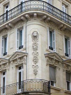 Au coin de la rue, Bordeaux. Gironde, Aquitaine, France.