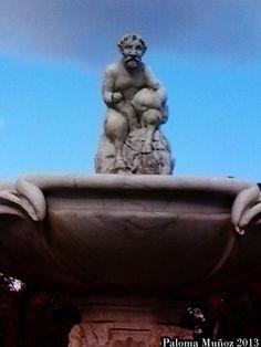 La fuente del Fauno en La Rosaleda del Retiro. Faun fountain in the garden of La Rosaleda in the Retiro Park