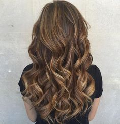 Astro hairstyle: This hairstyle fits your zodiac sign - Light ombré brings momentum to the hair color – the right step for ibex. Curly Hair Types, Blonde Curly Hair, Colored Curly Hair, Medium Hair Styles, Natural Hair Styles, Long Hair Styles, Cute Hairstyles Shoulder Length, Cinnamon Hair, Curly Hair Routine