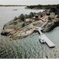 〚 Modern wooden cabin with sauna on rocky island in Finland 〛 ◾ Photos ◾Ideas◾ Design Parc National, National Parks, Scandinavian Cabin, Scandinavian Architecture, Summer Cabins, Mini Loft, Wooden Cabins, Little Island, Exterior