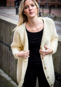Knitting Blogs, Knitting Projects, Knitting Patterns, Oversized Cardigan, Knit Cardigan, Drops Design, Knitwear, Knit Crochet, How To Wear
