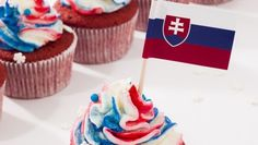 Slovenský cupcake so smotanovým krémom Red Velvet Cupcakes, Cream Cheese Frosting, Desserts, Food, Tailgate Desserts, Deserts, Essen, Postres, Meals