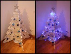 Diy-Navidad:    Árbol de navidad de cartón reciclado:     El año pasado buscaba un árbol de navidad bonito moderno y que no me ocupara...