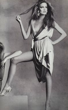 Jerry Hall detail, photo by Irving Penn, Vogue US, 1980 Irving Penn, 80s Fashion, Fashion History, Fashion Models, Vintage Fashion, Vintage Vogue, Fashion Images, Fashion Pictures, Fasion