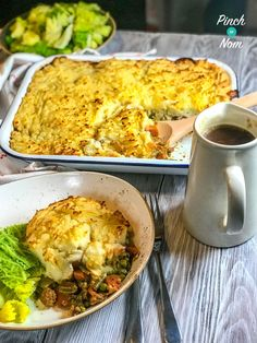 Spring is the perfect time for lamb and this super comforting Shepherds Pie uses lean cuts of meat making it a Syn Free Low Point and Low Calorie version. Slimming World Dinners, Slimming Eats, Slimming World Recipes, Healthy Pie Recipes, Clean Eating Recipes, Healthy Eating, Shepherds Pie Recipe Healthy, Protein Mug Cakes, Instant Recipes