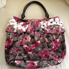 🎉HOST PICK🎉 Moschino Large Floral Purse NWT Moschino Large Floral Purse, Pink & Gray Floral Print, Brown Leather Interior w/Gold Hardware, NWT Moschino Bags