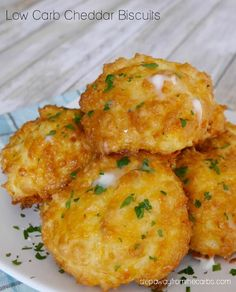 Keto, gluten free, and L… Low Carb Cheddar Biscuits – copycat Red Lobster recipe! Keto, gluten free, and LCHF! Biscuits Au Cheddar, Keto Biscuits, Keto Bagels, Almond Flour Biscuits, Cheddar Cheese, Red Lobster Biscuits, Healthy Biscuits, Cheese Biscuits, Broccoli Cheddar