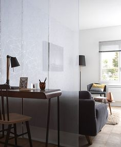 Mettez les voiles ! Studio Apartments, Small Apartments, Zen Meditation, Curtain Divider, Lounge, Piece A Vivre, Decoration, Office Desk, Entrance