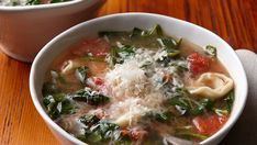 Spinach and Tomato with Garlic Tortellini This chicken broth based soup is beautiful and light! The combination of fluffy cheese filled tortellini (I buy the ones from the refrigerated section Lunch Recipes, Great Recipes, Cooking Recipes, Healthy Recipes, Savory Pumpkin Recipes, Tomato Soup Recipes, Korma, Biryani, Hearty Chili Recipe