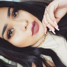 #Motd ☀️ Lashes: cleopatra @wakeupandmakeup @eyerisbeauty Lenses: Jade green @flashyandbroke Eyes: 35T palette @morphebrushes (discount code: ALVAJAY) Lips: Veronica @anastasiabeverlyhills Highlight: so Hollywood #abhglow Bronzer: beach bunny @toofaced Brows: dip brow ebony #anastasiabrows