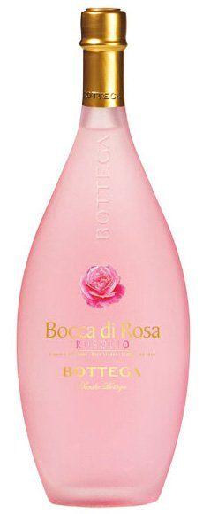 Bottega Rosolio #rozenlikeur met 30% alcohol in een fles die doet denken aan een chique fles badschuim