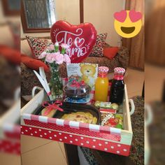 Flower Box Gift, Flower Boxes, Birthday Candles, Birthday Gifts, Birthday Hampers, Christmas Hamper, Birthday Breakfast, Ideas Para Fiestas, Diy And Crafts