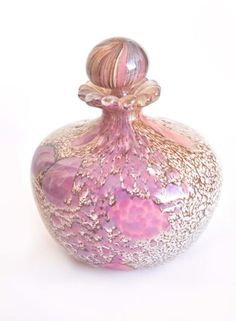 """Murano Art Glass Perfume Bottle created by Mary Angus - Etched fern leaves dance on the clear, sandblasted surface of this hand blown glass bottle, highlighting the pink interior. Perfumes Vintage, Antique Perfume Bottles, Vintage Bottles, Bottles And Jars, Glass Bottles, Glass Vase, Cristal Art, Beautiful Perfume, Antique Glass"