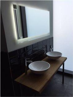 Eiche Massiv Echtholz Waschtischplatte nach Kundenwunsch mit Aufsatzwaschbecken Modell Round. Passender LED Leuchtspiegel von .one bath GmbH