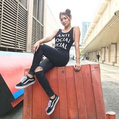 The fierce pucca girl © enzo ideas street styles philippines Nadine Lustre Fashion, Nadine Lustre Ootd, Nadine Lustre Outfits, Lady Luster, Asian Street Style, Street Styles, Filipina Girls, Flattering Outfits, Filipina Beauty