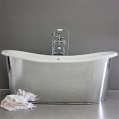 The Deep mirror polished Aluminum Exterior Finish Cast Iron French Bateau Tub Package