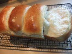 Hokkaido Milk Bread: How to Make Fluffy Asian Bread at Home Bread Machine Recipes, Bread Recipes, Baking Recipes, Dessert Recipes, Easy Desserts, Drink Recipes, Bread Bun, Bread Cake, Bread Rolls