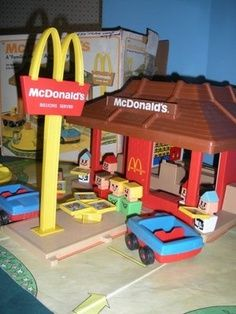 McDonald's Play Set - My Mom bought me this from a yard sale. I played with it with my Fisher Price Little People sets. 1970s Childhood, My Childhood Memories, Childhood Toys, Great Memories, 1970s Toys, Retro Toys, 1980s, Vintage Toys 80s, Fisher Price Toys