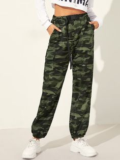 To find out about the Push Buckle Front Elastic Hem Camo Utility Pants at SHEIN, part of our latest Pants ready to shop online today! Teen Fashion Outfits, Mode Outfits, Outfits For Teens, Girl Outfits, Casual Outfits, Black Outfit Edgy, Cute Pants, Type Of Pants, Pants Outfit