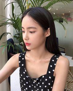 Korean Girl Photo, Cute Korean Girl, Asian Girl, Ulzzang Korean Girl, Gorgeous Women, Beautiful, Face Shapes, Pretty Face, Asian Beauty