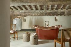 Italian interiors | Tuscan interior style | ITALIANBARK interior design blog #italianstyle #italianhomes #tuscany #rustic #bathroom
