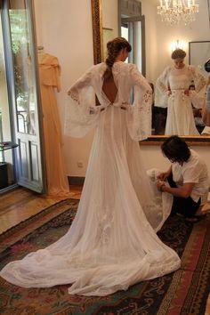 De nuevo Helena Mareque nos sorprende con sus vestidos de novia, nos hemos quedado de piedra al ver esta joya