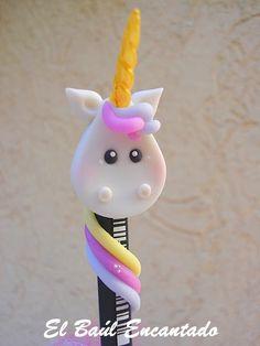 EL BAUL ENCANTADO Pencil Topper Crafts, Pencil Toppers, Creative Arts And Crafts, Creative Activities, Party Unicorn, Jumping Clay, Clay Figurine, Pasta Flexible, Clay Dolls