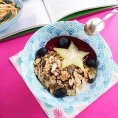 Jogurt grecki z musli, owocami i musem malinowym 🙂 zaczynamy pysznie dzień ❤️❤️❤️ #sniadanie #breakfest #smacznie #zdrowo #zdrowie #yummy #dieta #dietapudelkowa #fitfood #zdrowejedzenie #zdrowieipudelka #lovefood #healthyfood #food #jedzenie #trenuje #fitness #powrotdoformy #fitmom #active #jedzeniedopracy #cateringdietetyczny #ekopudelka #warszawa #warsaw Fitness, Oatmeal, Breakfast, Food, Diet, The Oatmeal, Morning Coffee, Meal, Essen