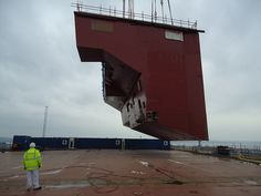 SP09 lifted into place by QEClassCarriers, via Flickr