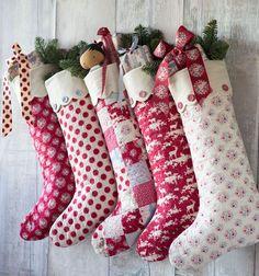 Imprimer les deux parties pour le modèle: Christmas Stocking Motif 1 et bas de Noël Motif 2. Ajouter 15 cm (6in) à la longueur du bas entre les pièces de patron, voir la figure A. http://www.tildasworld.com/cosy-christmas-stockings/