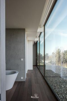 As hard wood species Afrormosia is appropriate for wet spaces, such as the bathroom. The beautiful flame, reinforced by a subtle colouring, creates a feeling of luxury through the entire house. The boards are parallel with the terrace. Bathroom Toilets, Exotic, Bed Design, Wood Species, Hardwood, Flooring, Architecture, Luxury, Corridor