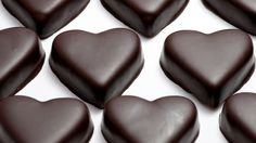 DIY Healthy Superfood Chocolate Recipe (Cocoa Powder and Coconut Oil) Dark Chocolate Benefits, I Love Chocolate, Chocolate Hearts, Chocolate Lovers, Vegan Chocolate, Chocolate Recipes, Homemade Chocolate, Heart Healthy Diet, Heart Healthy Recipes