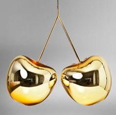 """O lustre """"Cherry"""", da eslovena Nika Zupank é muito diferente!! Feito de vidro soprado, lançamento da La Lampe. Detalhe de um projeto de Cris Paola #dourado #iluminação"""