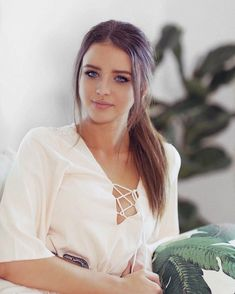 Jess Conte, Jess And Gabe, Cute Brunette, Foto Casual, Interesting Faces, Business Outfits, Trendy Hairstyles, Fall Hairstyles, Indian Beauty