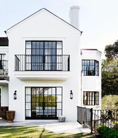 Le plus chaud Coût -Gratuit mediterranean Style Architectural Suggestions Mansion Designs, Mansion Interior, Tuscan Design, Spanish Style Homes, Mediterranean Home Decor, Unusual Homes, Dream House Exterior, Facade House, House Exteriors