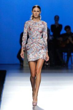 Short dress with pleats