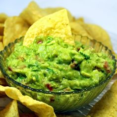 Inspired By eRecipeCards: WORLD's BEST Guacamole with Secret Ingredient - 52 Church Potluck Appetizers (Grocery list to get for this: onion, lime, tomato, cilantro, avocado.and a can of crushed pineapple. Salsa Guacamole, Guacamole Recipe, Pico Recipe, Potluck Appetizers, Appetizer Recipes, Dinner Recipes, Dips, Healthy Snacks, Healthy Recipes