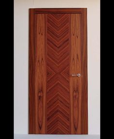NASHIRA - Modern door with santos rosewood veneer, characterised by the special wood cut that highlights the wood grain. Available as swinging or sliding door, with adjustable concealed hinges, magnetic lock ready for traditional handle, door frame made of fir blockboard 40 mm thick, veneered honeycomb door panel with rosewood, teak, Canaletto walnut, Italian walnut or wengè veneers available at your choice.