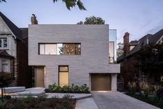 Image 2 of 17 from gallery of Rosemary House / Kohn Shnier Architects. Photograph by Doublespace Photography Residential Architecture, Architecture Design, Toronto Neighbourhoods, Sunken Living Room, Architect Magazine, Tudor Style Homes, Precast Concrete, Architect House, Modern Family
