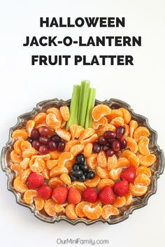 Halloween, Jack-O-Lantern Fruit Platter Our Mini Family: Spooky Walking Taco Party Halloween Fruit, Halloween Appetizers, Halloween Goodies, Halloween Desserts, Halloween Food For Party, Halloween Birthday, Healthy Halloween Treats, Is Halloween A Holiday, Halloween Recipe