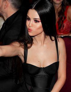 B-diddy With Selena Selena Gomez Fashion, Style Selena Gomez, Selena Gomez Makeup, Selena Gomez Cute, Selena Gomez Fotos, Selena Gomez Daily, Selena Selena, Maquillage Selena Gomez, Dark Hair Makeup