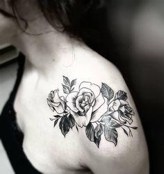 Cover up... #tattoo #rosetattoo #rose #roses #tattooroses #coverup #coveruptattoo #blackwork #liningwork #BrolinKosta #brolintattooartist #minimal #minimalism