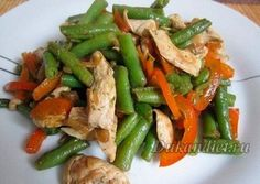 Тёплый салат с курицей, перцем и стручковой фасолью | Диета Дюкана