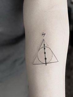 Tatuagem Harry Potter: 80 tattoos para eternizar seu amor pela saga Harry Potter Tattoo: 80 tattoo options to perpetuate your love for the saga Tattoo Geek, Hp Tattoo, Blue Tattoo, Tattoo Flash, Mini Tattoos, Body Art Tattoos, Small Tattoos, Tatoos, Cat Tattoos