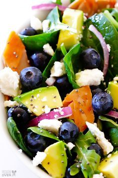Brain Power Salad (Spinach Salad with Salmon, Avocado and Blueberries) -- filled with tasty fresh ingredients that are great for brain health. I would use Chicken instead because I don't eat fish, but yummy nonetheless! Think Food, I Love Food, Good Food, Yummy Food, Avocado Spinach Salad, Salmon Avocado, Avocado Chicken, Salmon Salad, Chicken Salad