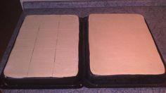 Najprv si pripravíme puding z mlieka, cukru, žĺtkov, múky a zlatého klasu. Necháme vychladnúť. Práškový cukor si vymiešame s maslom...