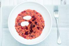 Un primo piatto vivace, originale ed equilibrato nei sapori e nelle consistenze. Prova la ricetta del risotto alla barbabietola rossa con robiola e aceto balsamico!